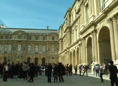 News video: Louvre Caught in Dior Time Warp for Paris Fashion Week